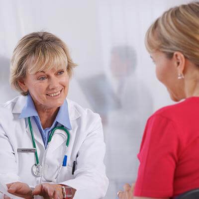 A woman doctor speaking to her patient